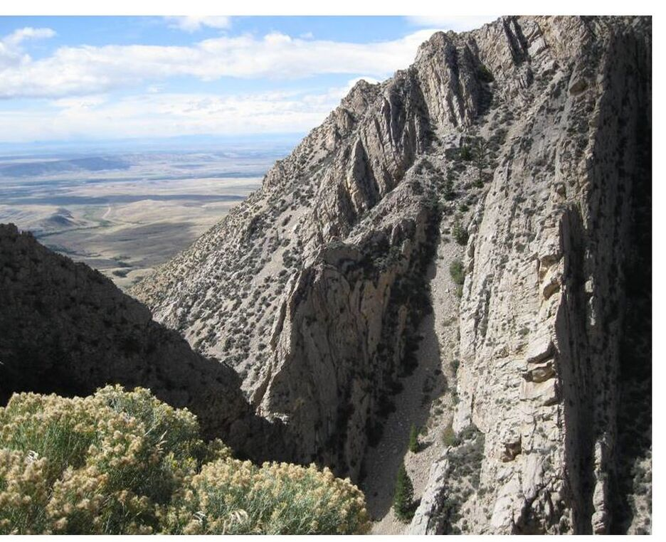 Picture of vertical Madison beds at Five Springs Structure, Big Horn County, Wyoming